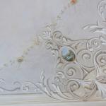 Soffitto con decorazione ornamentale neobarocca