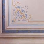 Soffitto di scala con cornice trmpel'oeil e arabesco