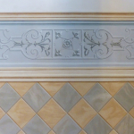 Scala decorata  finte piastrelle e fregio ornamentale